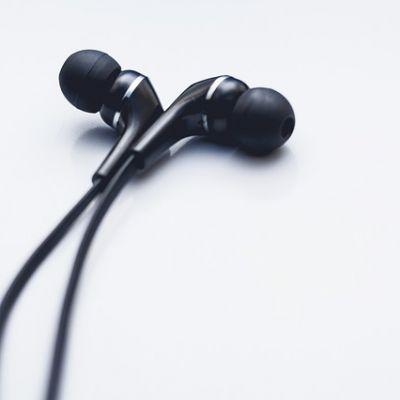 earphones-2602313_640